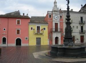 Fontana nera su sfondo colorato