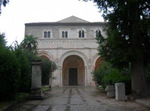 La facciata di S.Clemente a Casauria