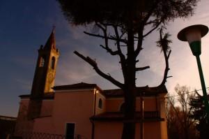 La chiesetta e il lampione