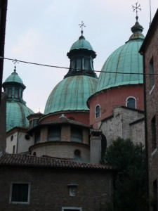 Alle spalle del Duomo - le guglie