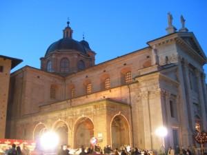 C'è aria natalizia sul sagrato del Duomo