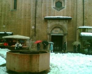 Semplice fontana accanto al Duomo