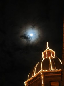 Cupola del duomo di Forlì con luna