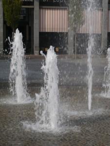 L'acqua che sgorga dal selciato