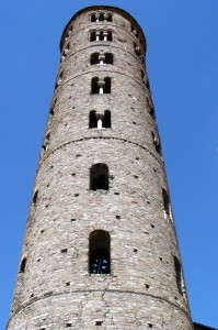 Scorcio di un elegante campanile – Particolare della Basilica di Sant'Apollinare Nuovo (Ravenna)