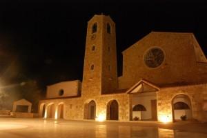 Chiesa di Cannigione illuminata