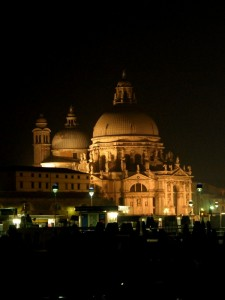 Chiesa del Santissimo in notturno