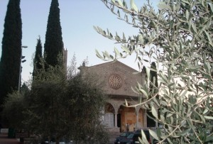 Santuario della Madonna del Frassino: piazzale e facciata