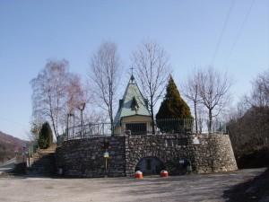 la chiesetta degli alpini (a Cristo dei Monti) passo del cavallo