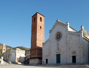 Il Duomo di Pietrasanta e la chiesa di Sant'Agostino