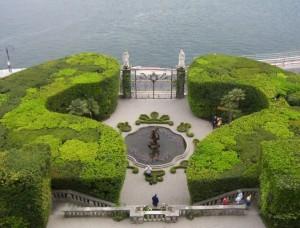 la fontana.,il giardino e il lago