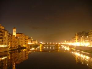 ….il campanile oltre l'Arno….squarcio di luce nella notte!
