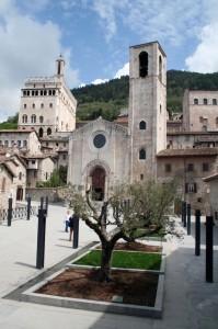 Chiesetta di Gubbio di fronte al palazzo vecchio