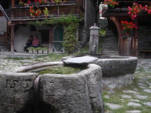 Alagna Valsesia, frazione Pedemonte, fontana in pietra