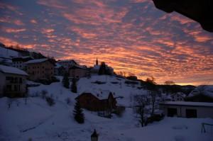 alba sulla frazione Tezze e sulla chiesa di Luserna