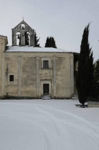La chiesa e il cipresso