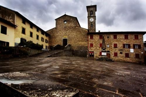 """San Godenzo - La piazza della """"memoria""""..."""