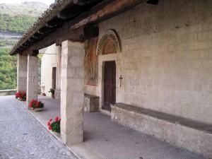 Portico della chiesa di S.Panfilo