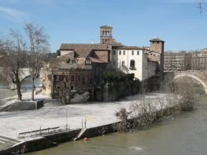 """Lato """"B"""" basilica di San Bartolomeo Apostolo all'Isola."""