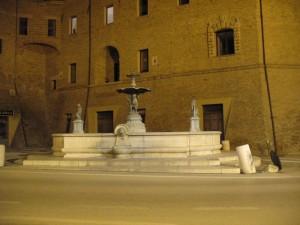 La fontana di piazza Perticari