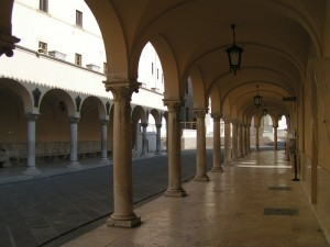 Colonnato del Santuario.