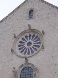 rosone della cattedrale di trani