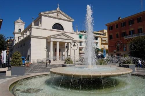 Anzio - Fontana di piazza Pia - Chiesa dei ss. Pio e Antonio