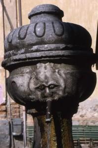 Roccasparvera, particolare di fontana