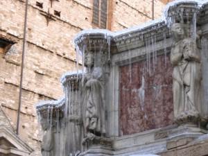 statue con ghiaccio