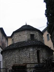 chiesa montana in città