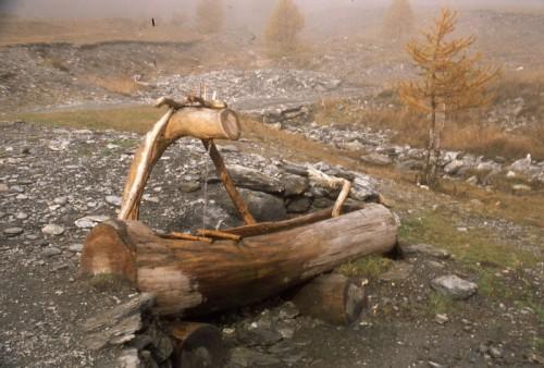 Bobbio pellice fontana in legno alla conca del pra val for Fontane in legno