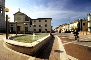 Agliana - fontana della piazza principale 2