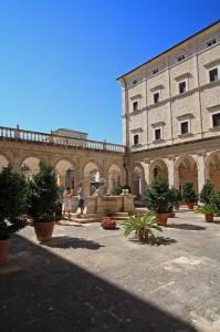Abazia di Montecassino - Fontana grande del Chiostro