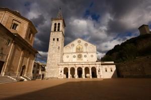 Duomo di Spoleto prima del temporale