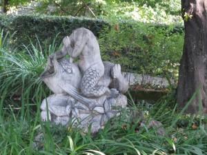 fontana nel parco del castello del Roccolo, Busca
