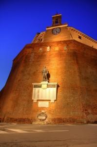 Chiesa centro storico Lari