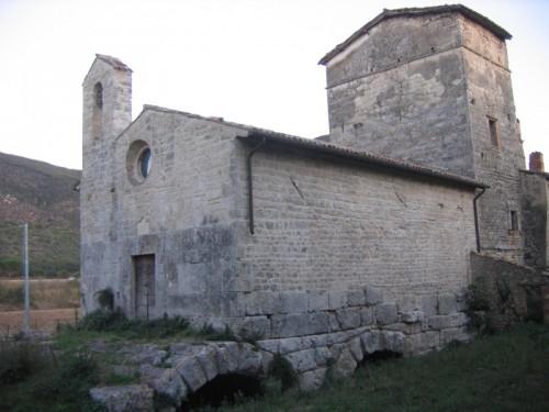Massa Martana - chiesa medievale sopra ponte romano