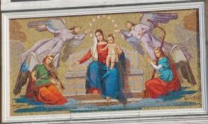 Particolare mosaico facciata chiesa parrocchiale