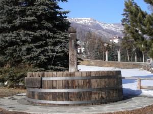 Pragelato, fontana in legno