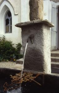 Angrogna, Val Pellice, fontana di fronte al tempio di Pradeltorno