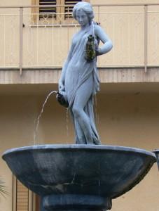 Fontana in piazza a Tortorici (Me)