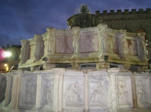 Fontana Maggiore by Night 2