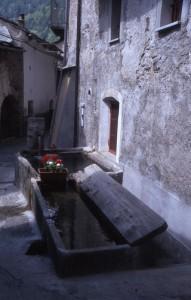 frazione San Colombano di Exilles, Val di Susa: fontana - lavatoio