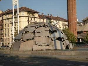 Torino: fontana igloo realizzata da Mario Merz nel 2002
