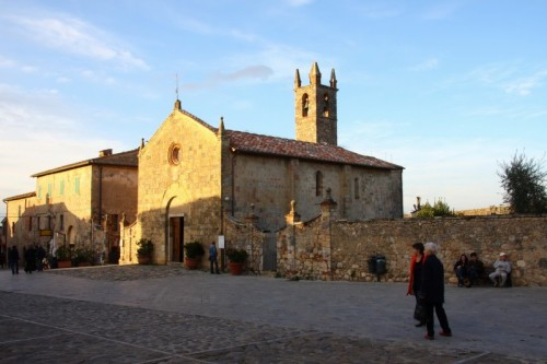 Monteriggioni - Chiesa a Monteriggioni