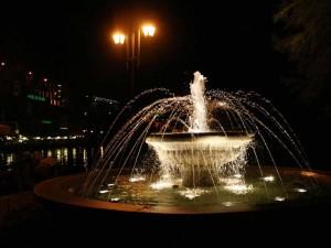 Fontana in notturna