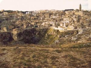 Il Duomo domina sui Sassi e sulla voragine della Gravina