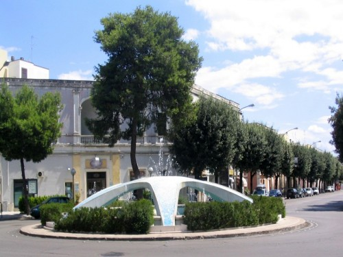 Nard nard fontana di piazza castello for Fontana arredamenti milano via tibaldi