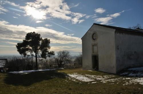 Montecchio Precalcino - Chiesetta di S.Pietro in Castelvecchio - Fronte