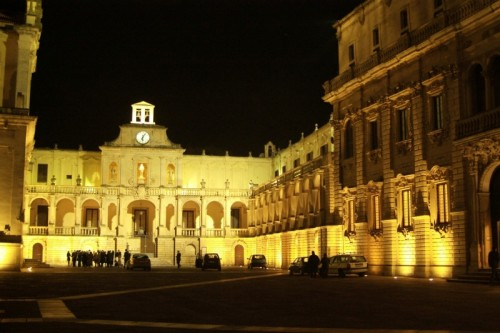 Lecce - Arcivescovato e relativa Piazza di notte